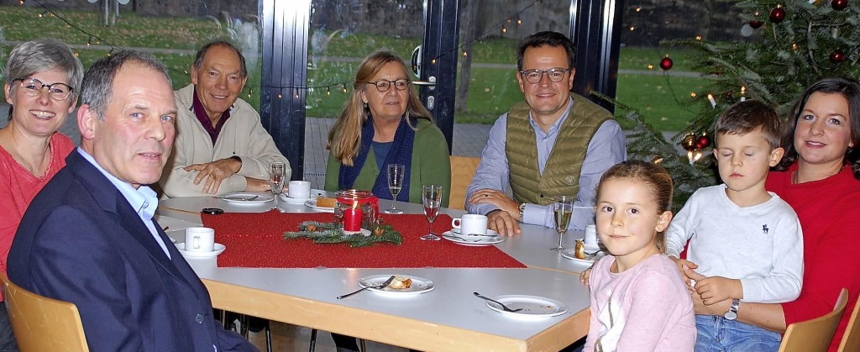Simone Golling-Imlau und Ingo Fritz vo...Steffens und seiner Familie (rechts).   | Foto: Barbara Puppe