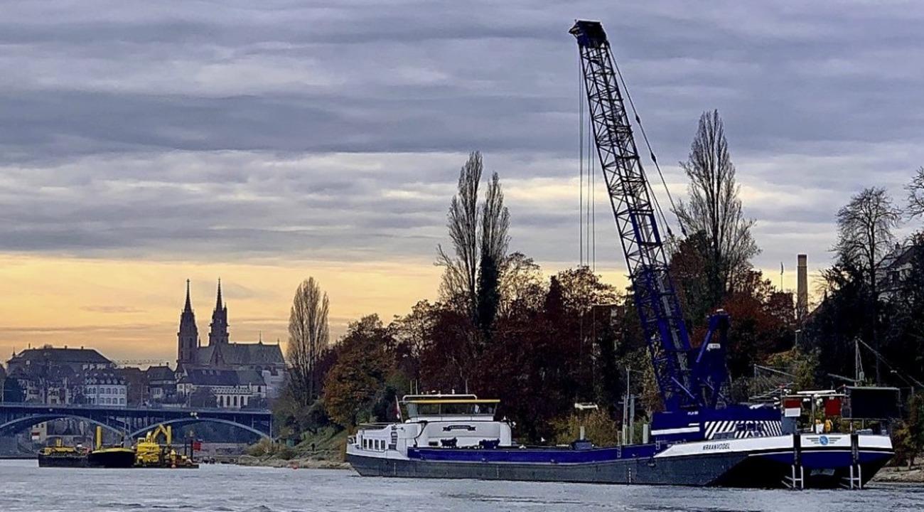 """Das Baggerschiff """"Kraanvogel"""" bei der Arbeit     Foto: SRH"""