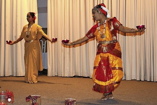 Freudige Kunde in Lied und Tanz