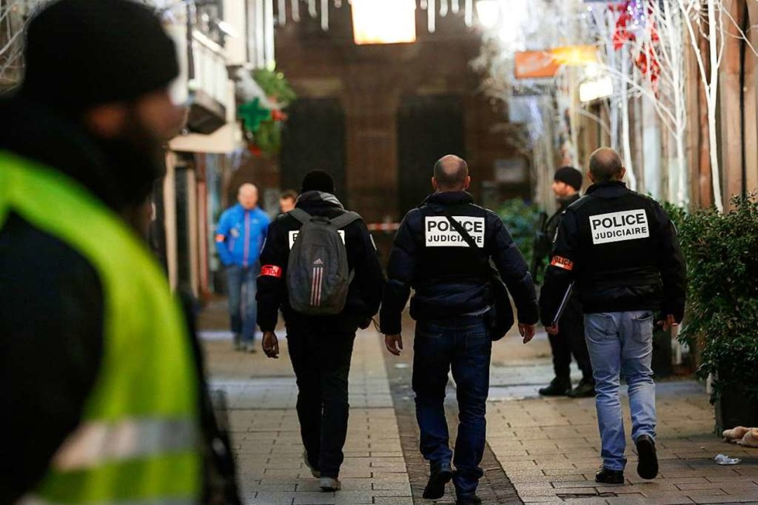 Der Täter ist auch am Tag nach dem Ans...n im Großraum Straßburg nach dem Mann.  | Foto: dpa
