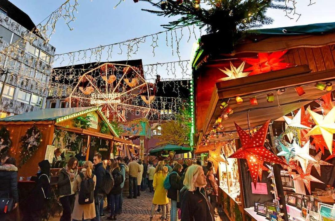 Noch im Laufe des Mittwochs werden die...m Weihnachtsmarkt deutlich verschärft.  | Foto: Michael Bamberger