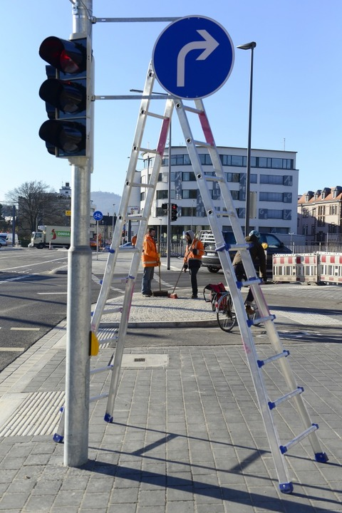 Jetzt geht's auf Höhe der Altstadt wieder direkt über die Dreisam.  | Foto: Ingo Schneider