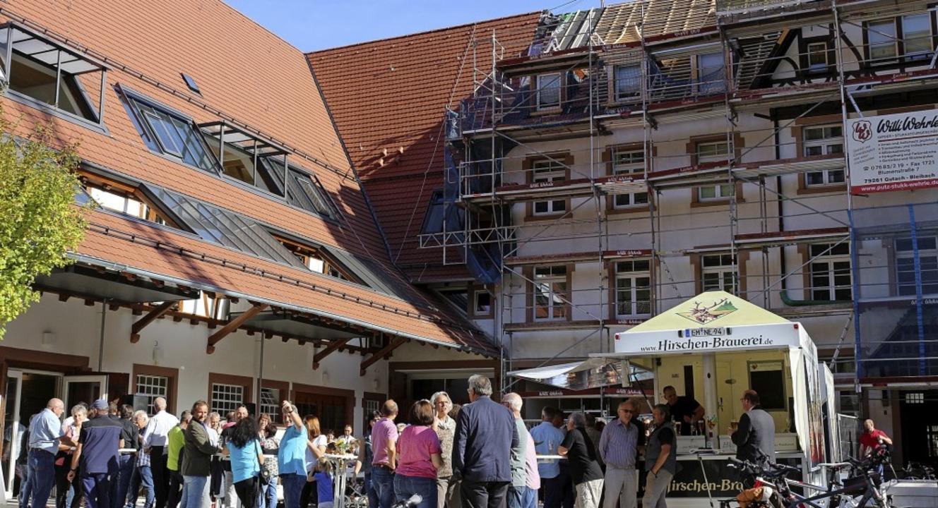 Der Nordflügel (links) des ehemaligen ...die Auszeichnung mit einem Preisgeld.   | Foto: Archivbild: Karin Heiss