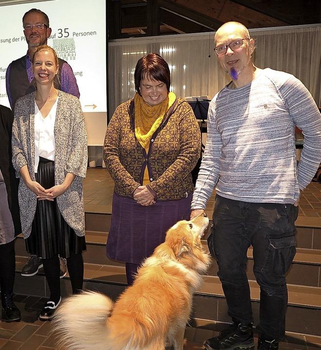 Mitglieder des Start-Teams mit Hund Oblak, der auch zum Team gehört.  | Foto: Philipp