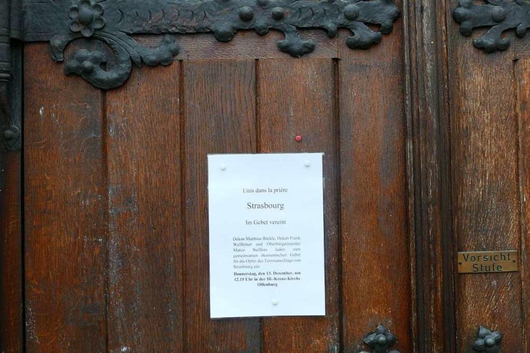 Aufruf zum Gebet für die Opfer des mut...ng der Offenburger Heilig-Kreuz-Kirche    Foto: Ralf Burgmaier