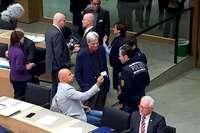 Video: AfD-Politiker Stefan Räpple provoziert Polizeieinsatz im Landtag