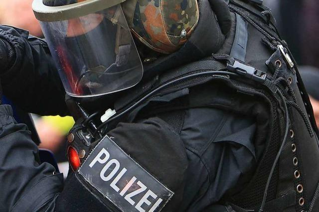 Rocker-Razzia mit Blendgranate: SEK stürmt versehentlich Wohnung einer 88-jährigen Seniorin