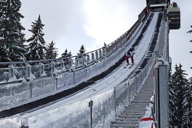 Skispringer auf Schneesuche