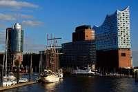 Erleben Sie in der Hamburger Elbphilharmonie das London Philharmonic Orchestra und erkunden Sie die Hansestadt!