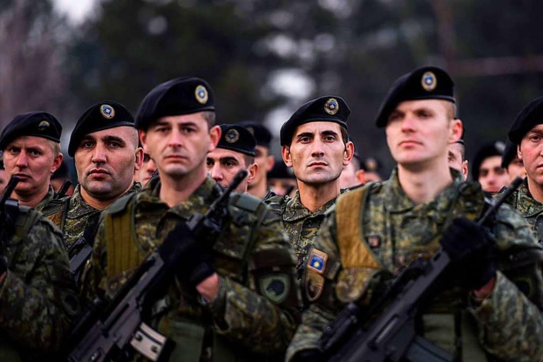 Aus den Sicherheitskräften sollen Soldaten werden.  | Foto: AFP