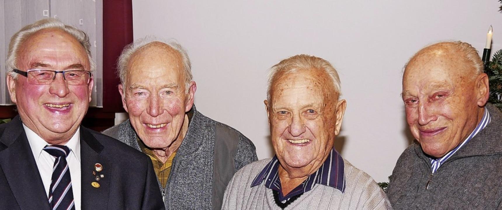 Sie sind seit 50 Jahren in der Baugeno...Vogt, Kurt Kiefer und Wilhelm Gromann.  | Foto: Eva Korinth