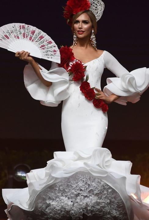 Angela Ponce gilt als eine der Favoritinnen beim Wettbewerb in Bangkok.   | Foto: AFP