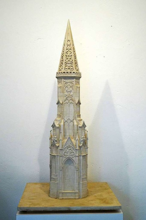 Modell des Denkmals für Senator Franz ... am Freiburger Münsterturm orientiert.  | Foto: Rechte Hubert Burda Media, fotografin: iris rothe,