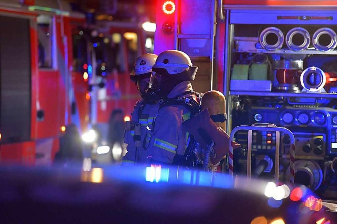 Wegen eines brennenden  Wohnmobils mus...ntag morgen zum MSC-Gelände ausrücken.  | Foto: dpa