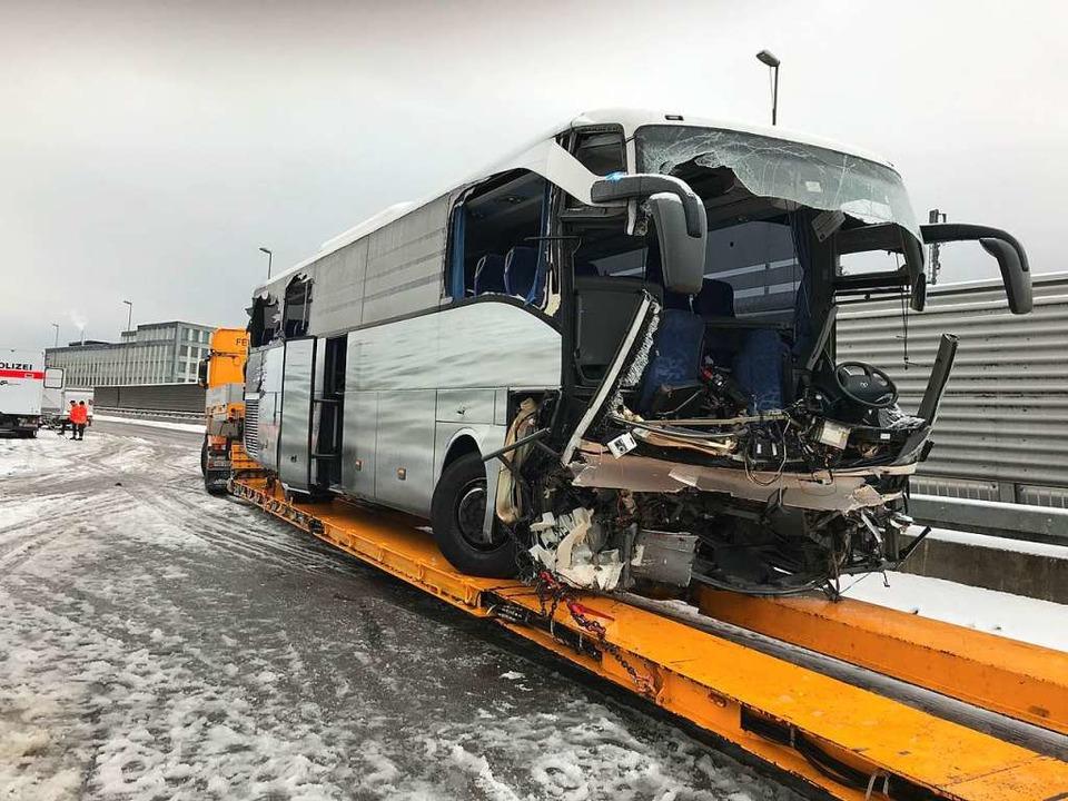 Ein Reisebus hatte einen schweren Unfall bei Zürich  | Foto: AFP