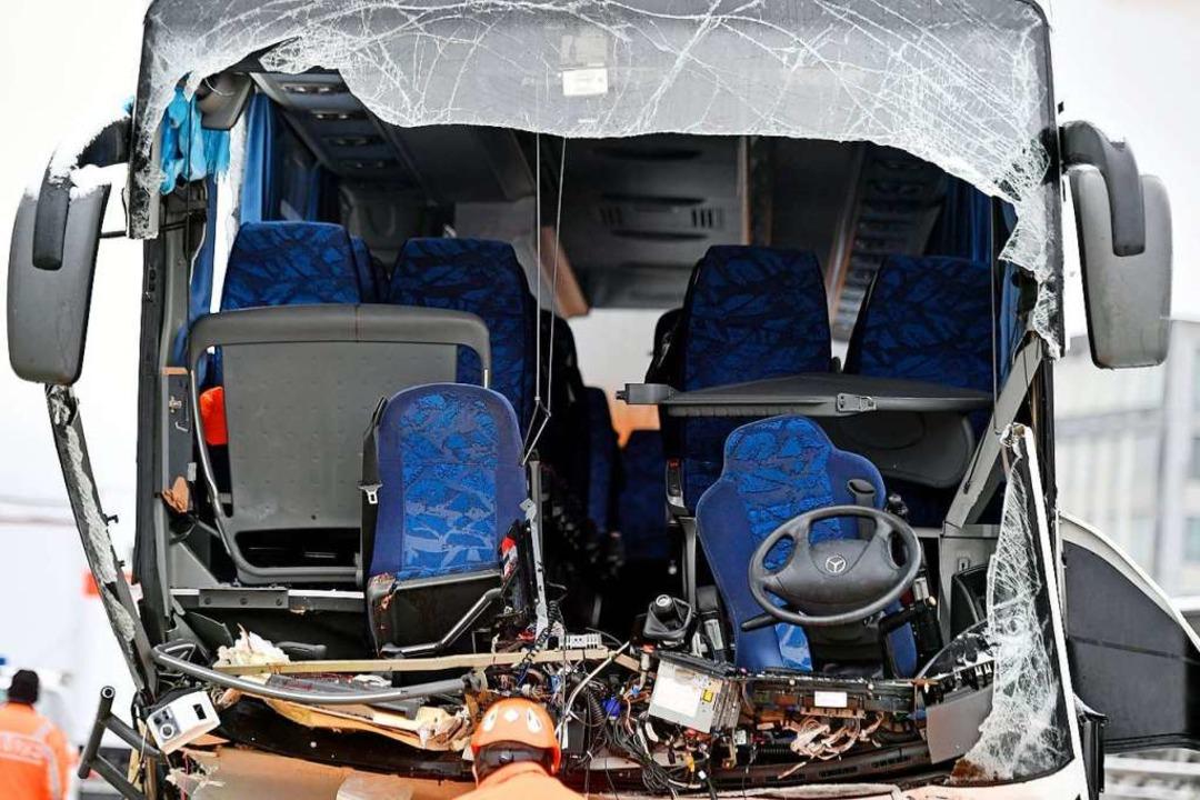 Ein Reisebus hatte einen schweren Unfall bei Zürich  | Foto: dpa