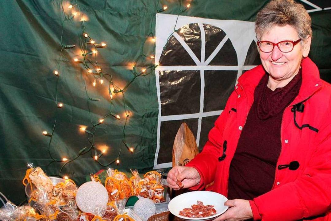 Extra für die Dorfweihnacht hatte Ruth...mmerhin ein Rezept verriet sie der BZ.  | Foto: Reinhard Cremer
