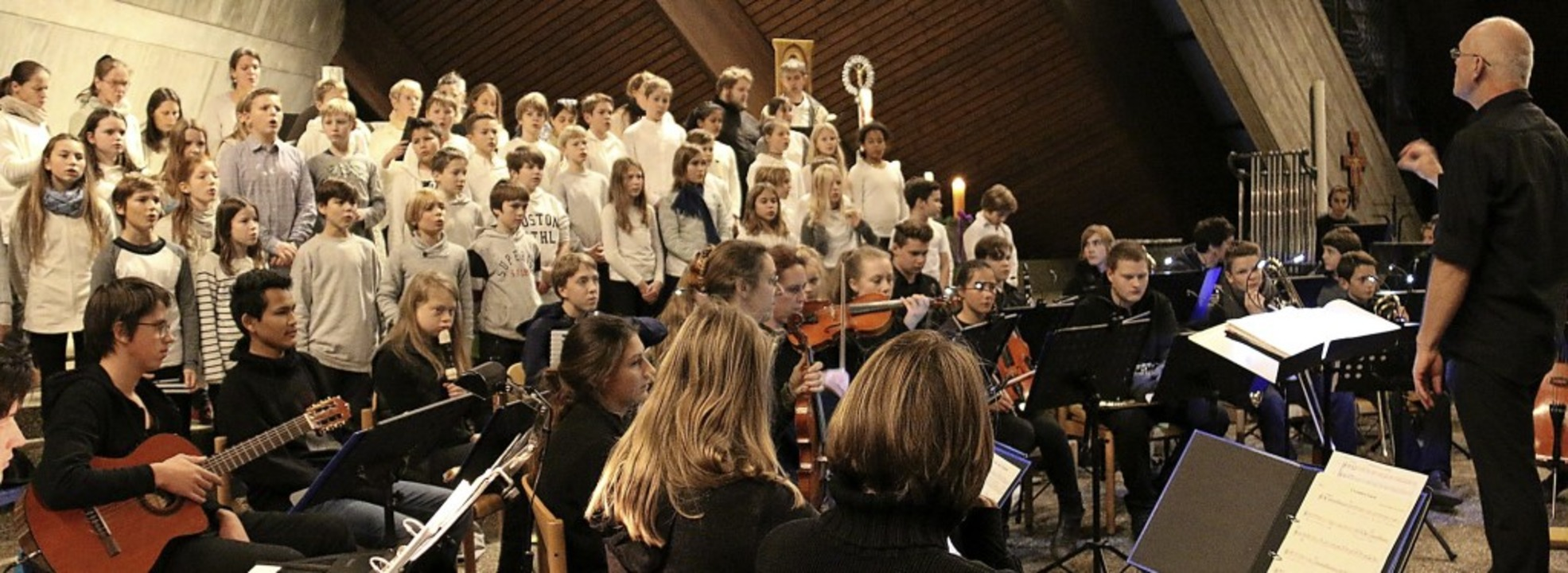 Mit Quantität und Qualität überzeugen ..., Eltern und Lehrer der Waldorfschule.  | Foto: Dagmar Barber