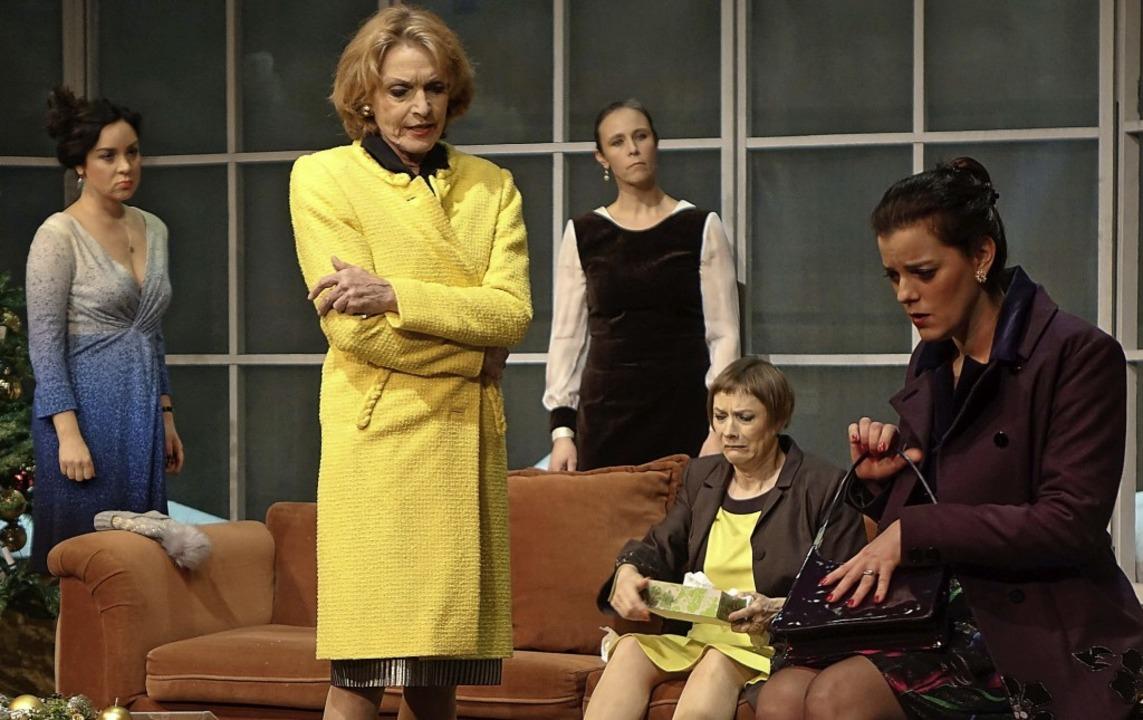 "Szene aus dem Kriminalstück ""Ach...en"" im Förnbacher Theater Basel   | Foto: Roswitha Frey"