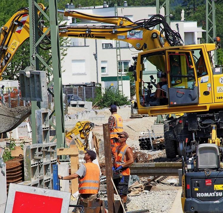 Die Bauarbeiten an der Höllentalbahn  ...rung  beim Ausbau der Breisgau-S-Bahn.    Foto: MARKUS Donner