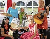 Mit Frauenband Miss Moneypenny in Stühlingen