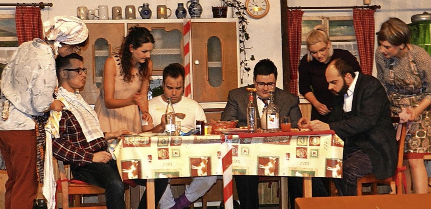 "Mit dem ""Damenduell"" unter...nkapelle Fröhnd an ihrem Theaterabend.  | Foto: Gerhard Wiezel"