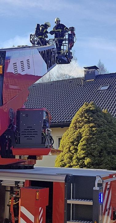 Ein Kaminbrand in der Mozartstraße forderte die Feuerwehr am Freitagvormittag.     Foto: Kamera 24