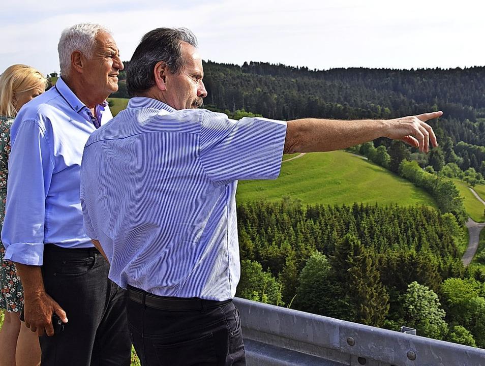 <BZ-FotoAnlauf>Politikerbesuche:</BZ-F...erbindungsstraßen und Landwirtschaft.     Foto: Stefan Ammann/Privat