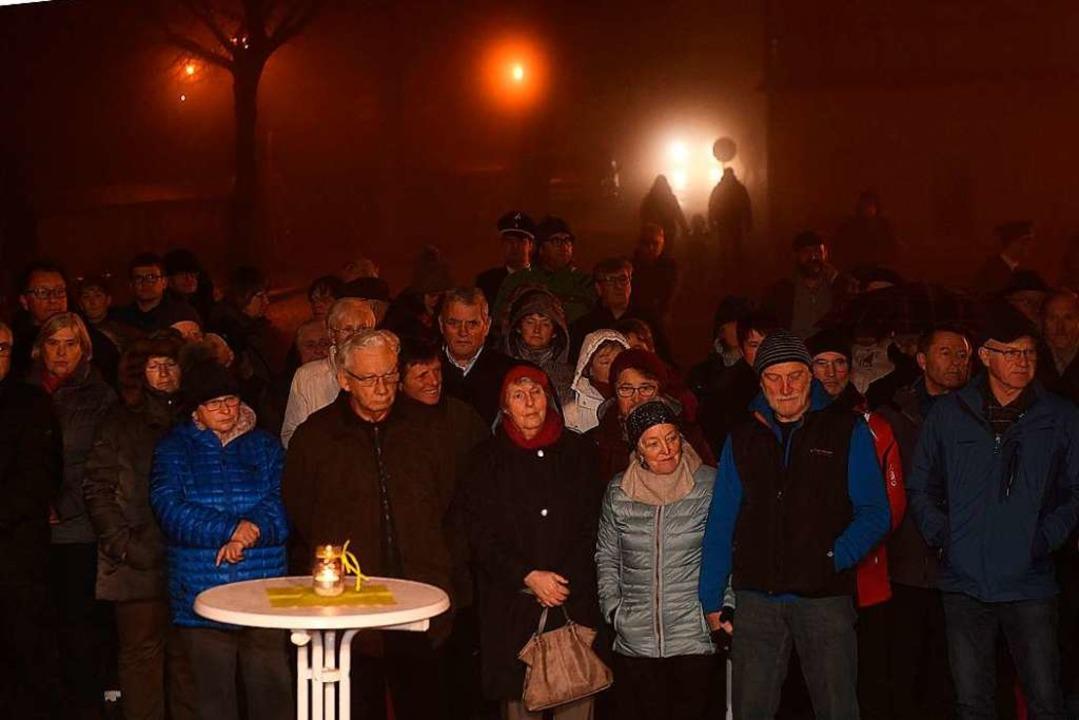 Trotz Kälte und Regen kamen ungefähr 2...ener zum Abschluss des Jubiläumsjahrs.    Foto: Wolfgang Scheu