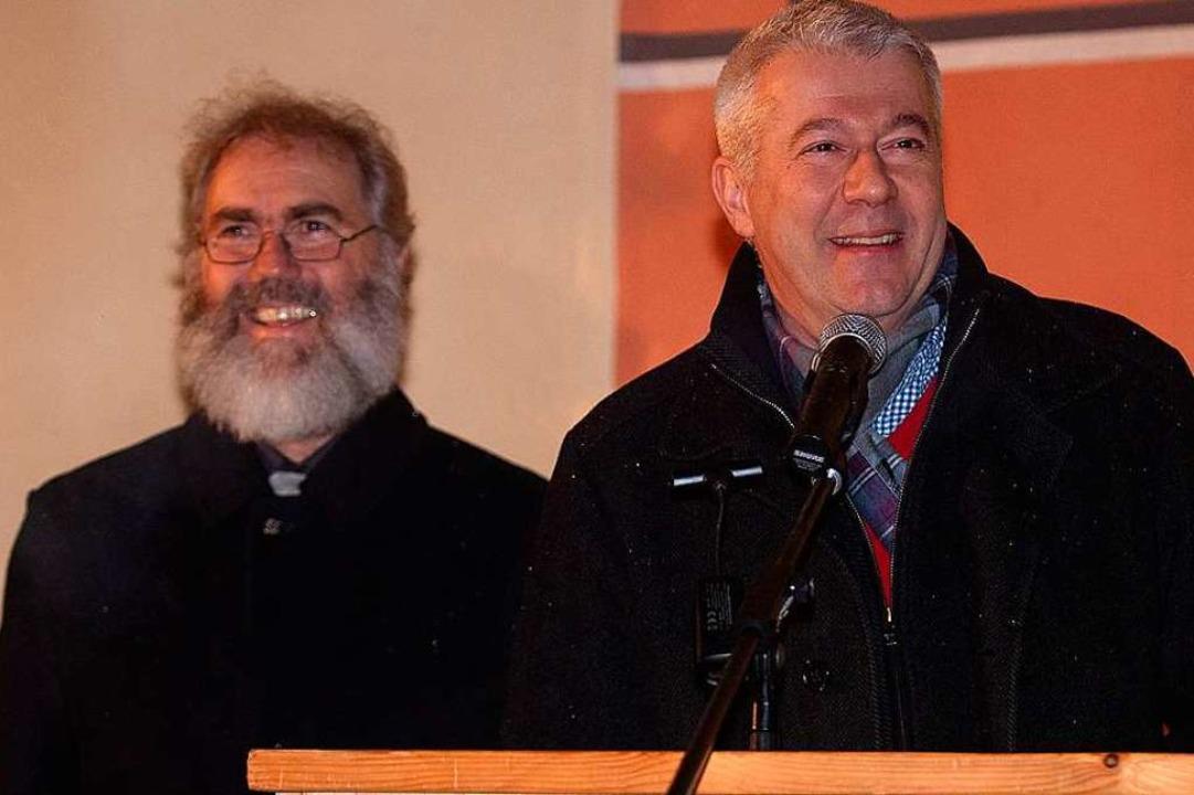 Pfarrer Klemens Armbruster (links) und Bürgermeister Manfred Kreutz    Foto: Wolfgang Scheu