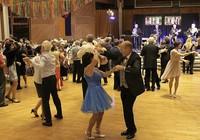 Mit flotter Tanzmusik und Magie ins neue Jahr