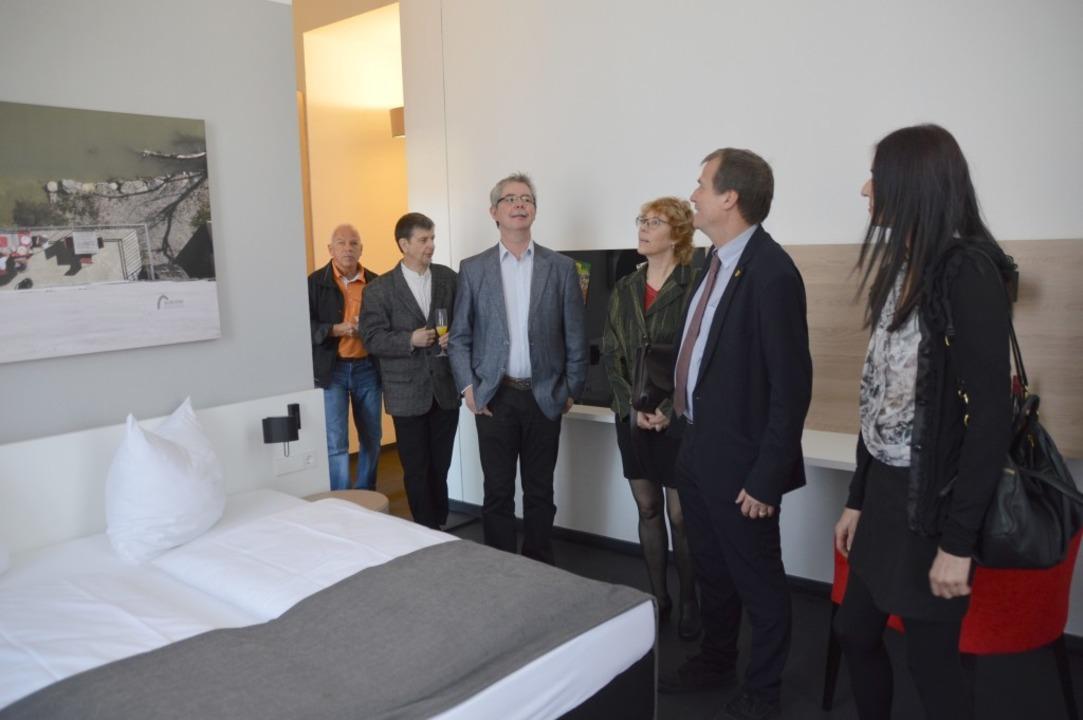 Rückblende aufs Jahr 2017: Besichtigung der neuen Hotelzimmer    Foto: Horatio Gollin