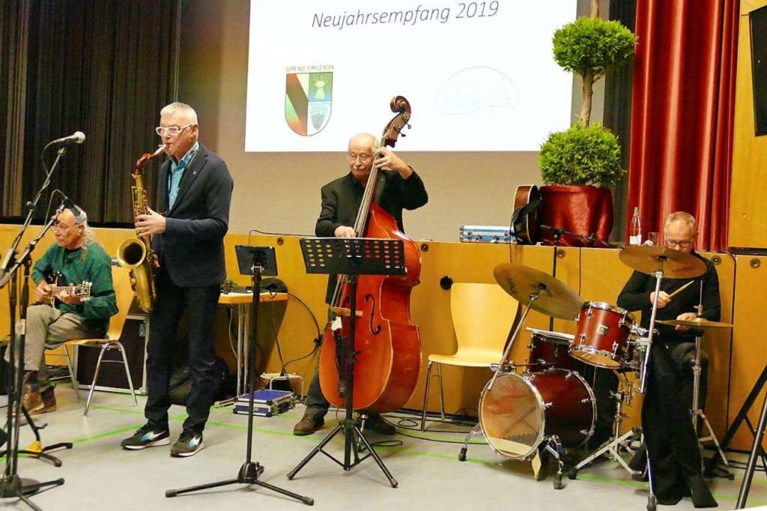Für den musikalischen Rahmen sorgten (... (Bass) und Rainer Müller (Schlagzeug)    Foto: Victoria Langelott
