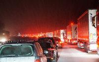 Hunderte Autofahrer saßen auf der A8 im Schnee fest