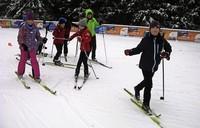 Zuerst nur auf einem Ski