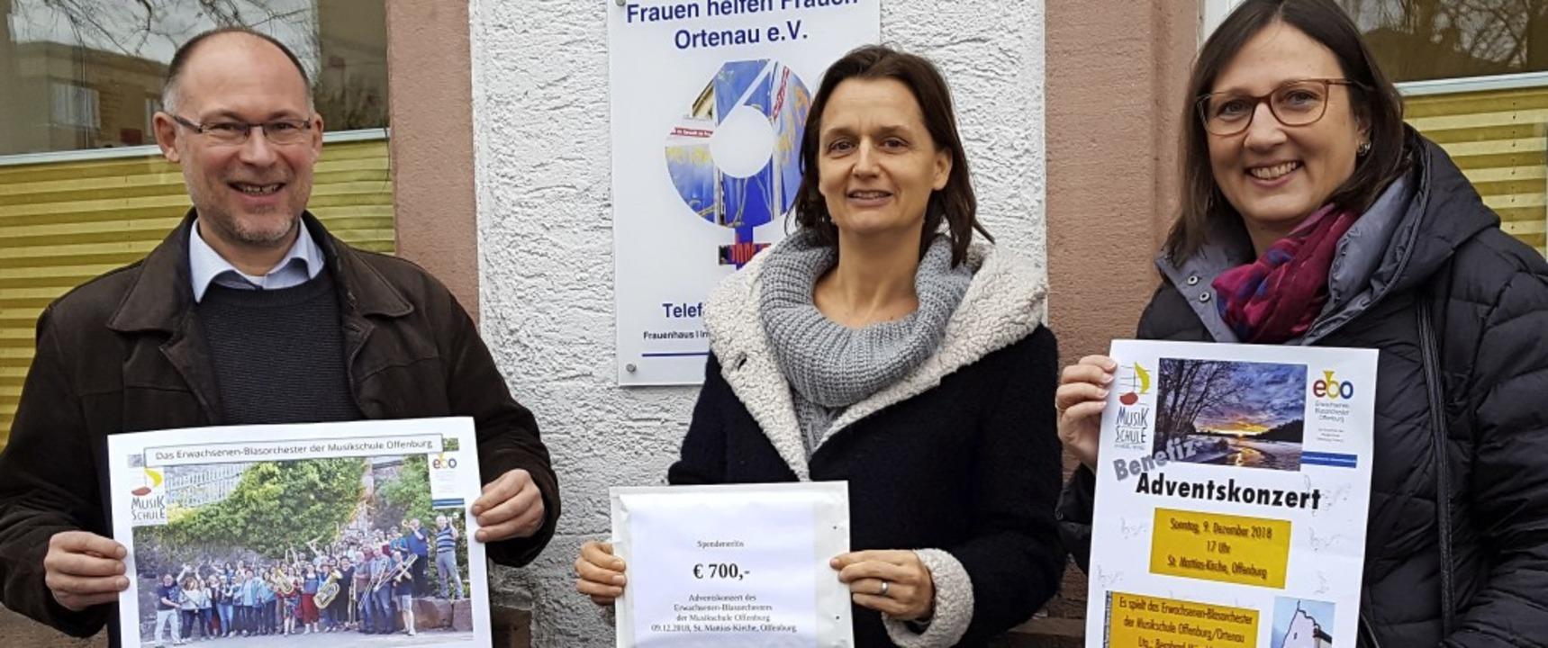 Bernhard Münchbach mit  Monika Strauch und  Ines Scherer.  | Foto: Privat