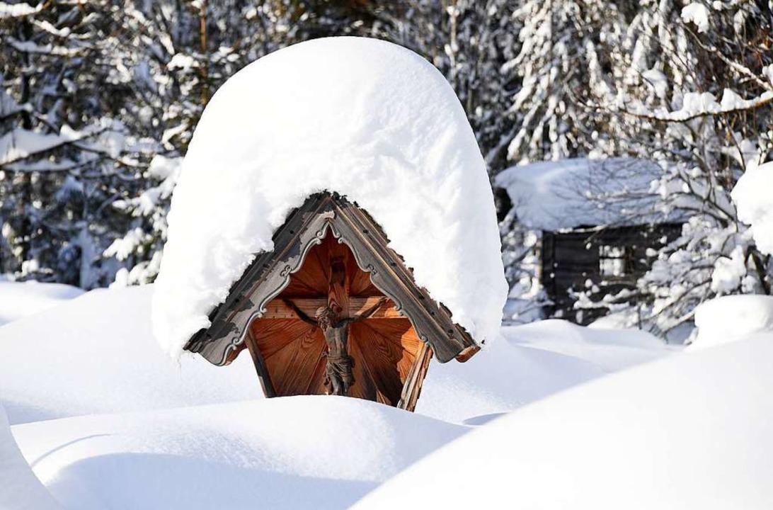 Schneemassen im bayerischen Ort Ruhpolding.  | Foto: dpa