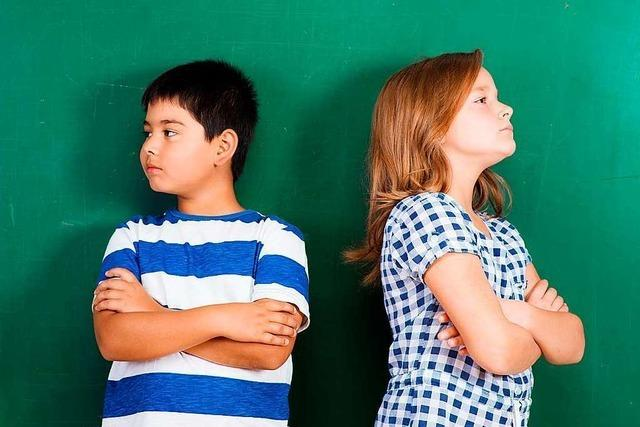 Schulsozialarbeiterin zeigt Kindern auch, wie man fair rauft