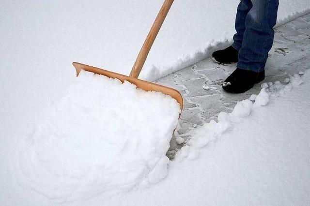 So können Sie mit Schneeräumen Steuern sparen