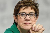 "Kramp-Karrenbauer will Merkels ""Wir schaffen das!"" diskutieren- zu Recht"