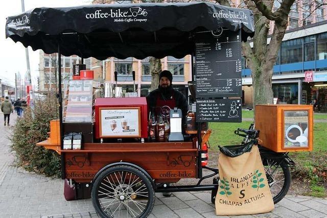 Der Lastenradbarista bringt den Freiburgern Bio-Kaffee auf Rädern
