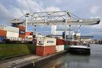 Die Schiffe fahren im Rhein bei Basel wieder mit Normallast