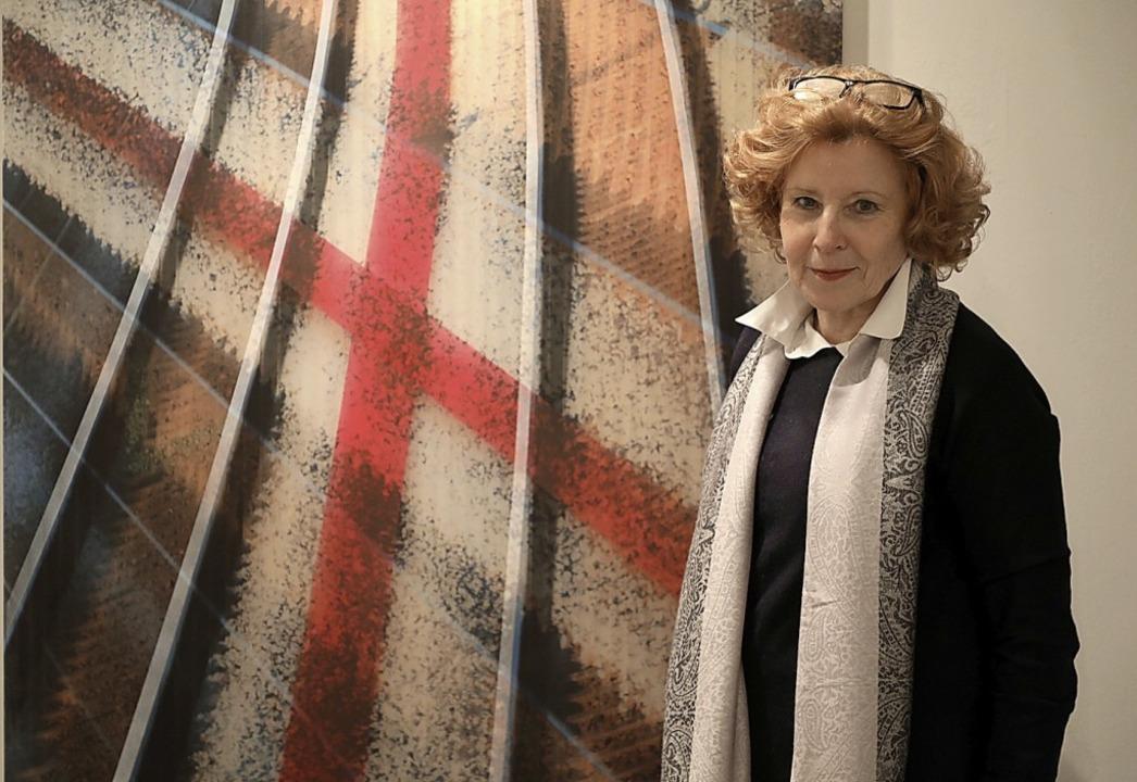 Monika Krophshofer, Juristin, Kunsthis...ünstlerin vor einem ihrer Wandobjekte   | Foto: Christoph Breithaupt