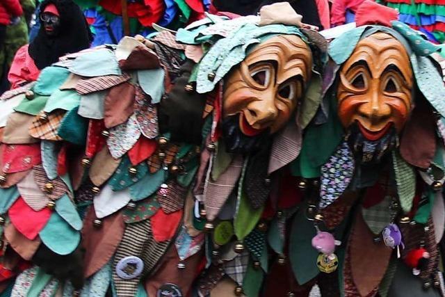 Narren klagen über pöbelende Zuschauer bei Marcher Umzug