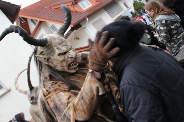 Narren klagen über pöbelende Zuschauer bei Marcher Narrenumzug