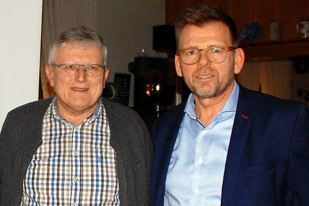 Karl Schmider (links)  und Rolf Anti  ...gegen den Standortvorschlag der Stadt.    Foto: Barbara Puppe