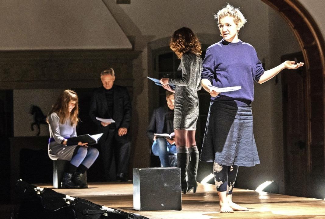Szene aus Medea.Stimmen, vorne  Liesa Stiegler als Medea   | Foto: Philippe Jaquet