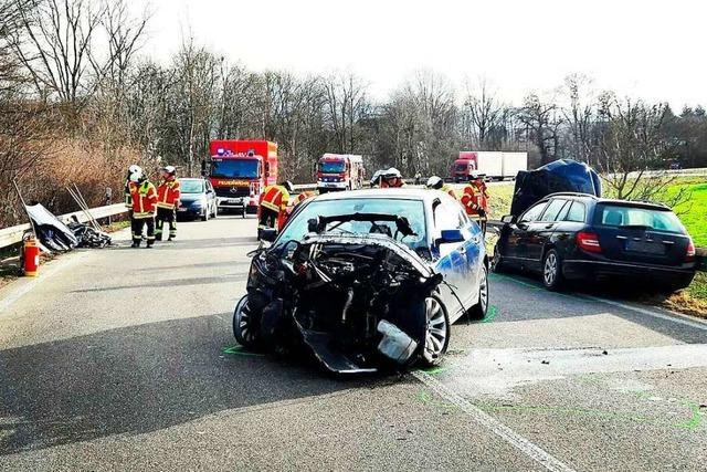 Vier Schwerverletzte bei Unfall auf B3-Abfahrt bei Gundelfingen