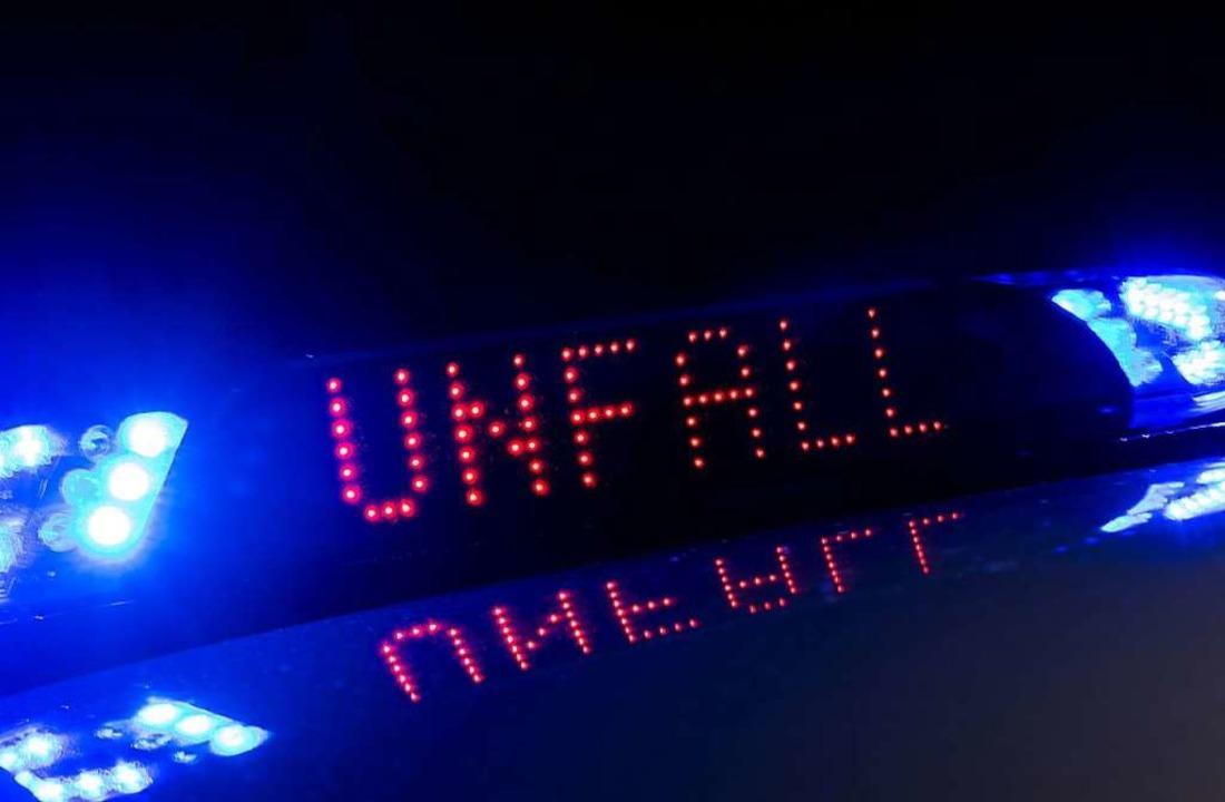 Einen Unfall am späten Mittwochabend meldete die Polizei.  | Foto: dpa