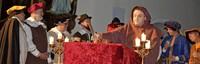 Ein Schauspiel zeigt die Urkundenlegung
